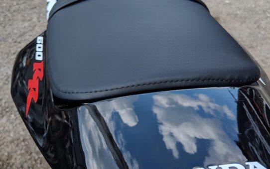 Перешивка сидения мотоцикла на Honda CBR600RR Repsol
